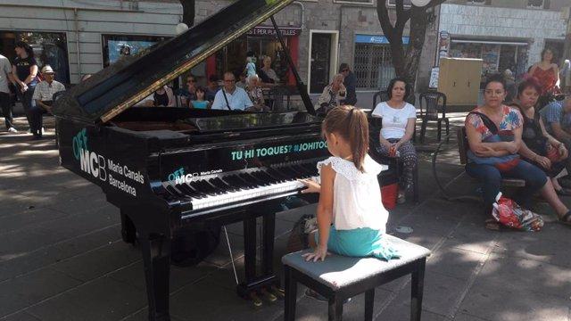 Les places de Barcelona s'omplen de pianos de cua per a afeccionats i profesion