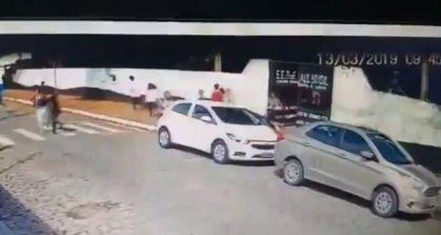 Filtran un vídeo del momento en el que entran los autores del tiroteo al colegio