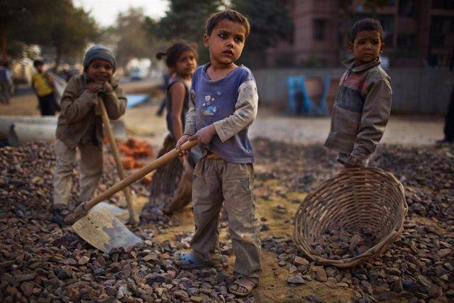 Niños trabajando en India