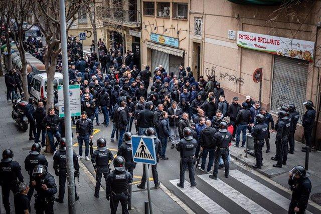 Ultres de l?Olympique de Lió recorren els carrers de Barcelona abans del partit