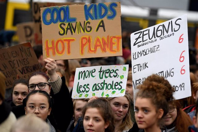 Students rally for better climate protection in Berlin