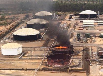 El ministro de Petróleo venezolano responsabiliza a EEUU de la explosión de dos tanques de almacenamiento en Venezuela