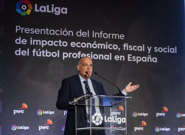 El presidente de LaLiga, Javier Tebas, presenta un informe de impacto económico