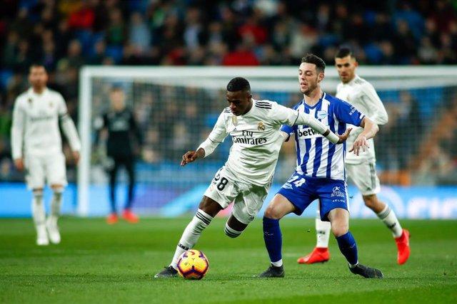 Soccer: La Liga - Real Madrid v Alaves