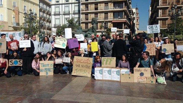 Jóvenes y estudiantes se suman a los 'Fridays for Future' y animan a participar