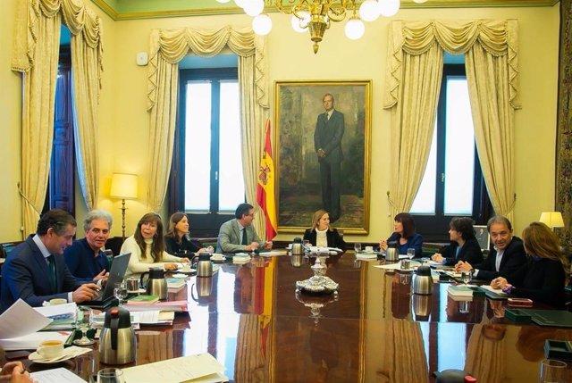 Ana Pastor preside la reunión de la Mesa del Congreso