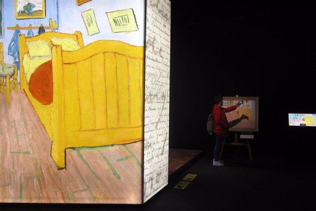 """La vida """"intrigant"""" de Van Gogh protagonitza una exposició immersiva en Barcelo"""