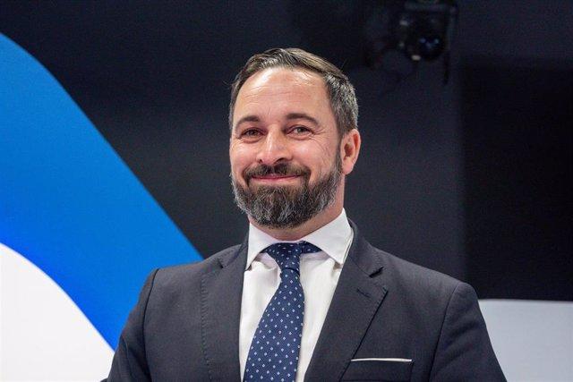 Abascal critica a Casado por lanzar una oferta de empleo público en Galicia en l