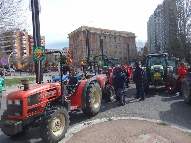Unió de Pagesos reúne a 300 tractores para pedir al Gobierno medidas para los ag