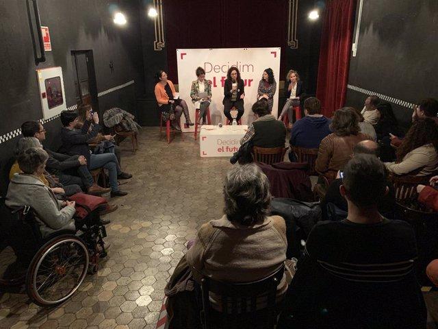 Nota De Premsa + Foto: Acte Feminisme Conferència Política