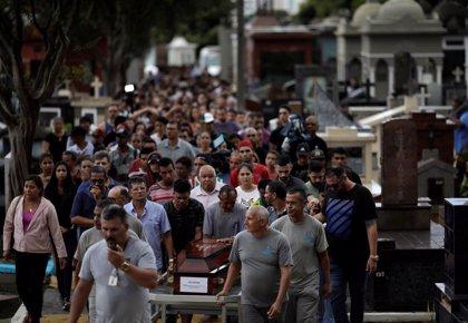 Brasil despide a las ocho víctimas del ataque en Suzano en pleno debate sobre las armas