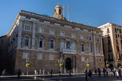 Cuatro identificados por intentar retirar el lazo amarillo de la Generalitat