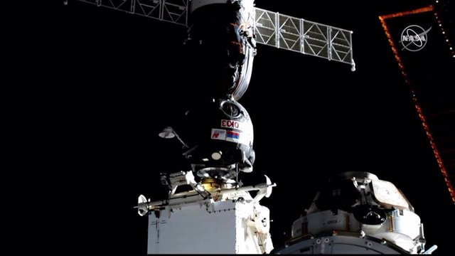 Tres nous tripulants arriben a l'Estació Espacial Internacional