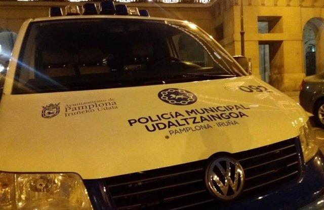 Sucesos.- Agrede a un policía municipal de Pamplona cuando trata de evitar una a