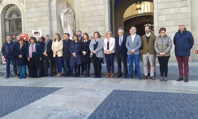 Ajuntament i Generalitat guarden un minut de silenci pels atemptats en Nu