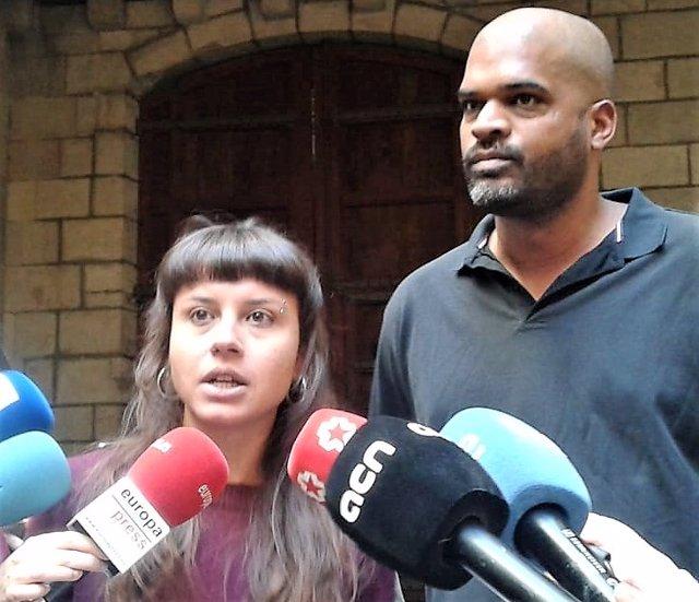 La CUP de Barcelona demana reposar el llaç groc de l'Ajuntament davant un Estigu