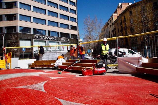 Barcelona pacifica l'entorn de 16 escoles en l'Eixample amb nou mobiliari