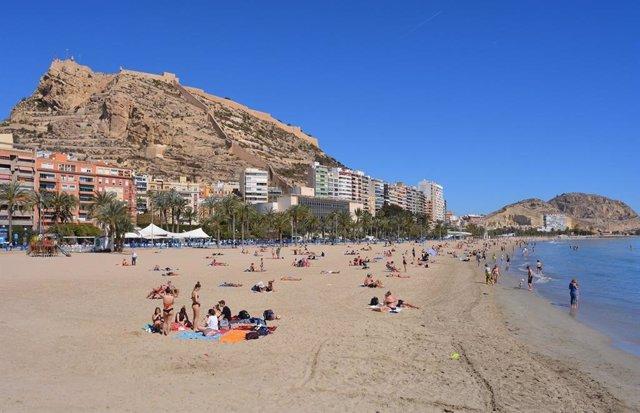 Turismo.- Alicante pone en marcha un operativo especial de salvamento y socorris