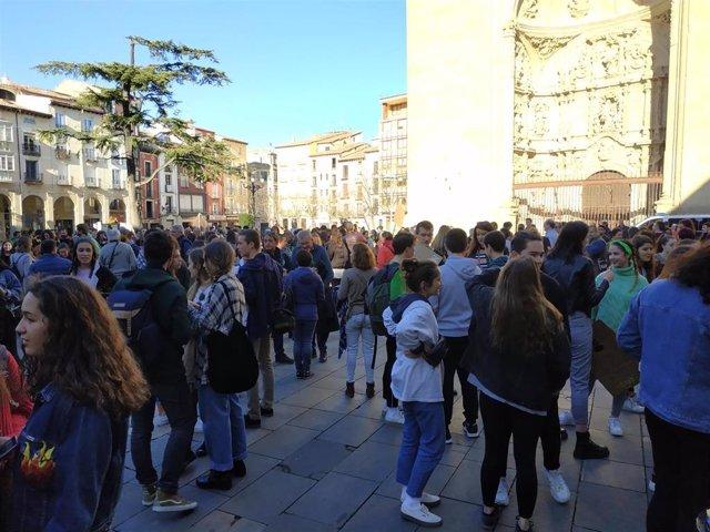 """Jóvenes logroñeses secundan el 'Friday For Future' sobre el cambio climático, """"u"""