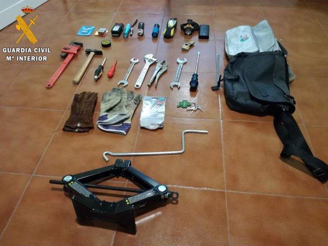 Sucesos.- Dos detenidos por robar en la vivienda de Manuela Carmena en El Espina