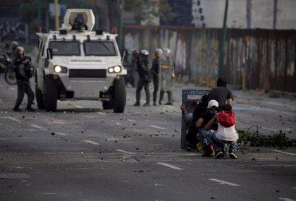 La Policía venezolana detiene y golpea a un periodista polaco, según denuncia el SNTP