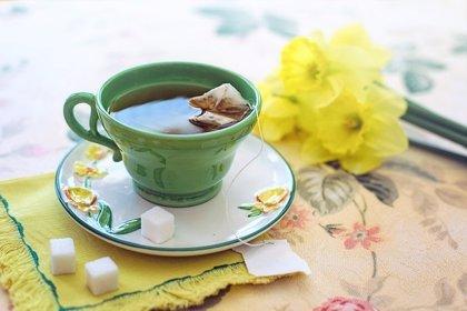 El té verde combate la obesidad (pero se necesitan 10 tazas diarias)