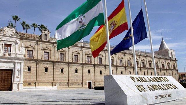 """8M.- El Parlamento andaluz fija servicios mínimos para las tareas """"esenciales"""" a"""