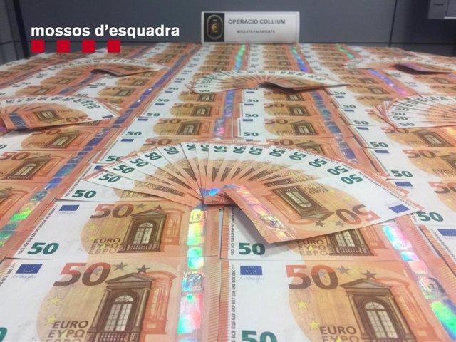 Sucesos.- Cae la principal red de distribución de euros falsos en Catalunya con