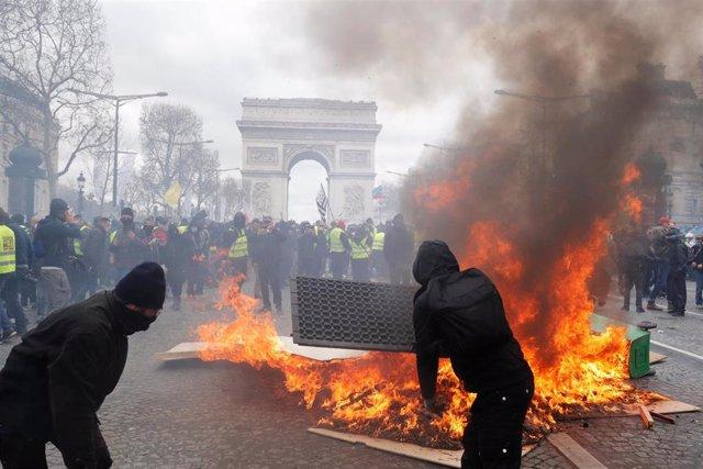 """Francia.- Saqueos y disturbios durante el Acto XVIII de los """"chalecos amarillos"""""""