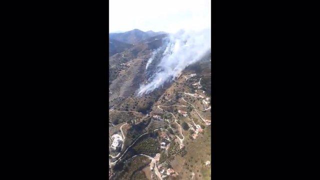 Málaga.- Sucesos.- Declarado un incendio en una zona de monte en Torrox (Málaga)