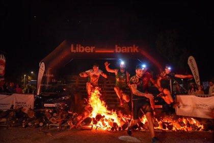 Más de mil participantes iluminan un recorrido nocturno lleno de obstáculos en la Farinato Race de Mérida