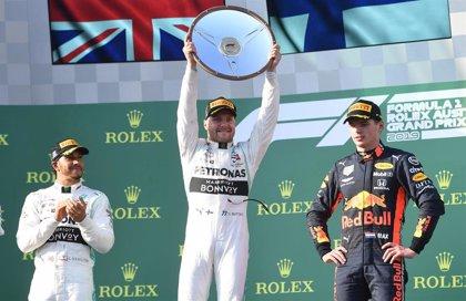 Bottas se impone en el doblete de Mercedes en Australia y Sainz abandona