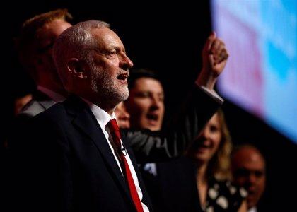 Corbyn rechaza cualquier nueva votación del Brexit y amenaza a May con un nuevo voto de confianza