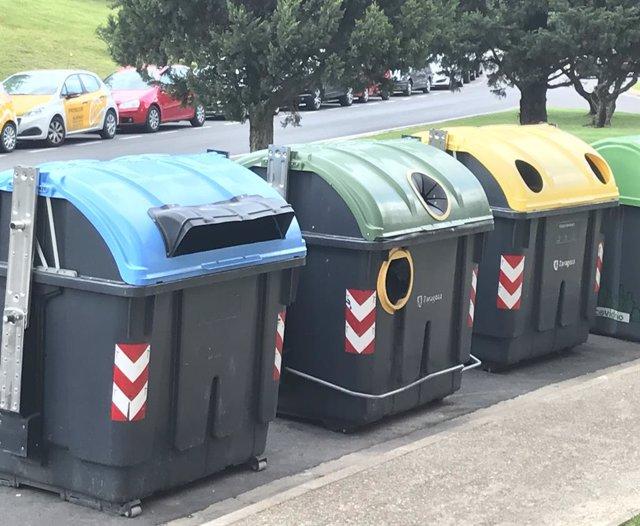 Contenidors de recollida selectiva d'escombraries