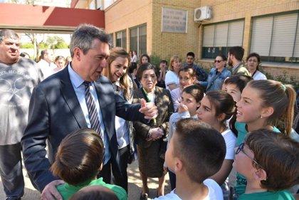 El alcalde de Sevilla visita el CEIP Hermanos Machado en San Diego y valora el trabajo de la comunidad educativa