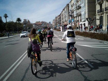 Cantabria ConBici celebra en Santander su primer 'bicienjambre'