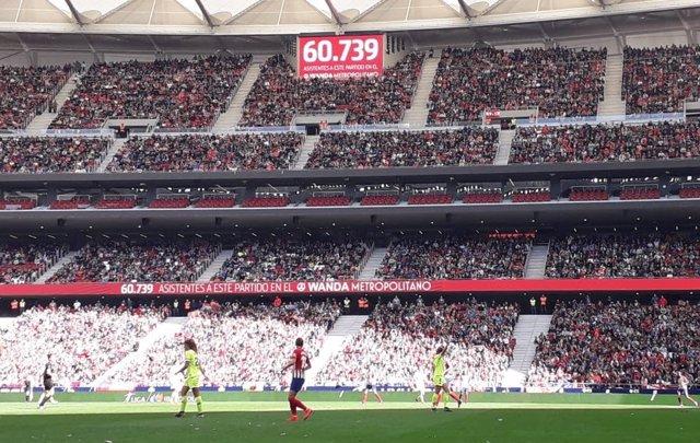El Metropolitano bate el récord mundial de asistencia a un partido de  fútbol femenino con 60.739 espectadores 0ffb7757e3b8c