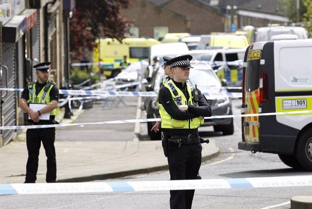 La Policía británica en el lugar donde ha sido tiroteada la diputada Jo Cox