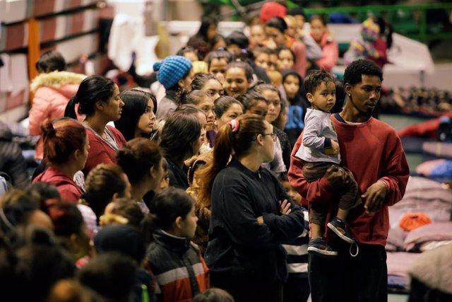 Más de 2.000 migrantes están en cuarentena en centros de detención de Estados Un