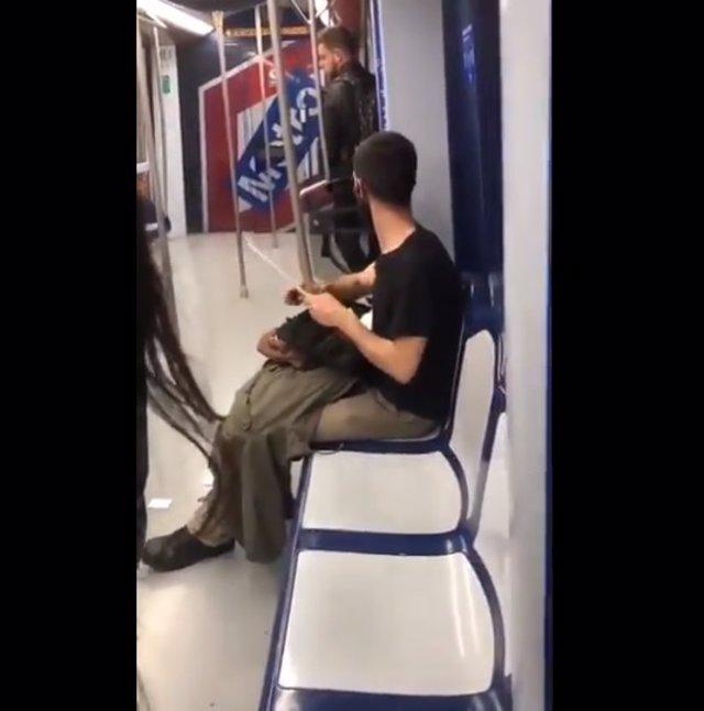 Un usuario envía a Metro un vídeo donde se ve a un joven afilando un cuchillo de
