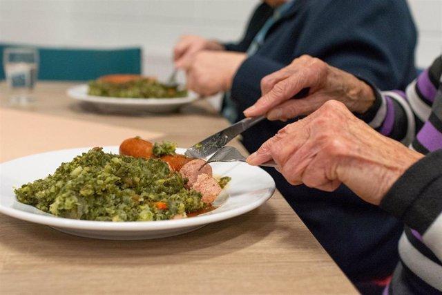 Anciano, comer, alimentos texturizados