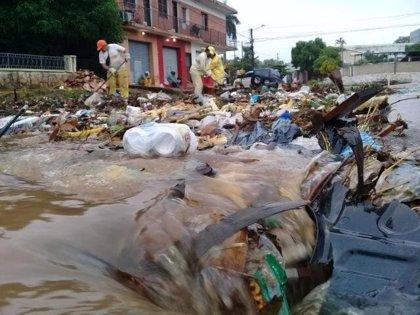 """Declaran el estado de """"emergencia ambiental"""" por 90 días en Asunción debido a la basura concentrada en calles y arroyos"""