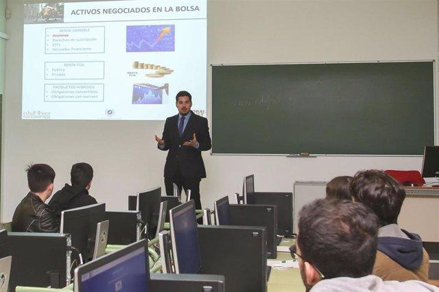 Málaga.- Unicaja colabora con GuíaMe de la UMA para promover educación financier