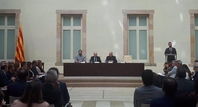 Síndic, Govern y ayuntamientos firman el Pacto contra la segregación sin Ustec·S