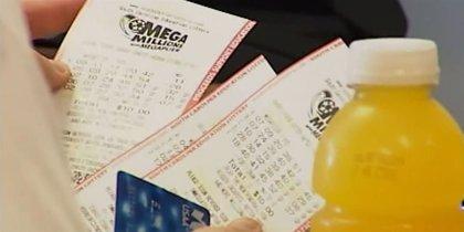 La ganadora de 1.500 millones de dólares en la lotería donará parte de su premio a las víctimas de los tornados de EE.UU