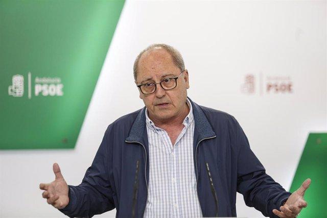 El secretario de Organización del PSOE-A, Juan Cornejo, analiza en rueda de pren