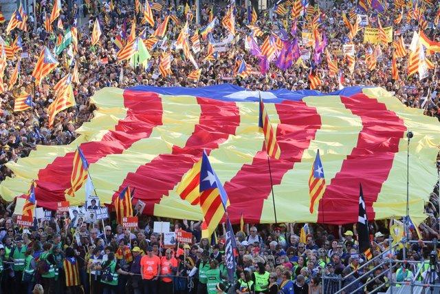 Unes 18.000 persones reivindiquen a Madrid el 'procés' independentista i critica