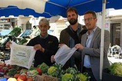 Prova pilot al mercat setmanal d'Olot per convertir-se en el primer de Catalunya lliure de bosses de plàstic (ACN)