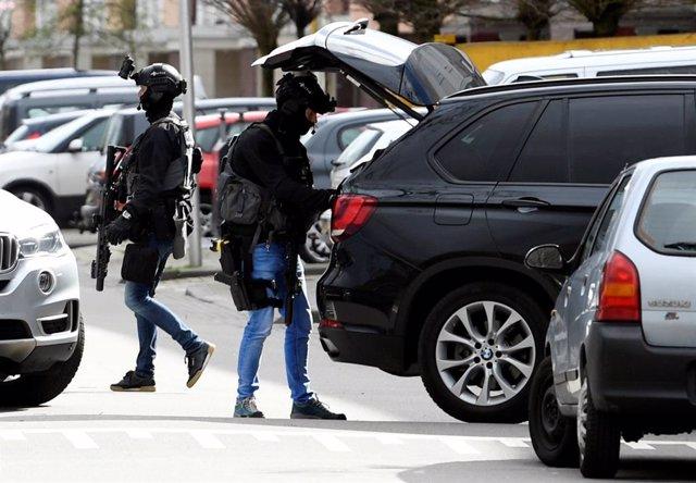 Polo menos trés muertos y nueve mancaos pol tirotéu n'Utrecht