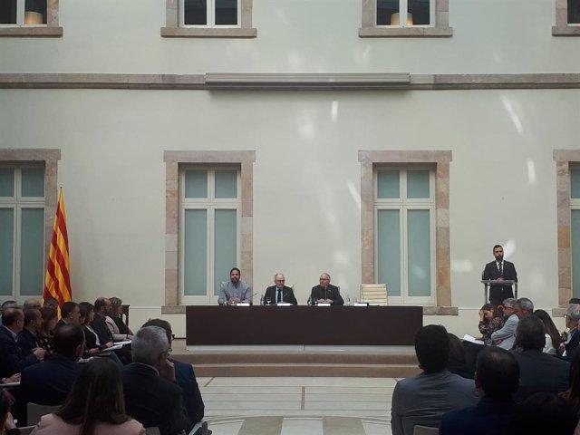 Síndic, Govern i ajuntaments signen el Pacte contra la segregació sense Ustec